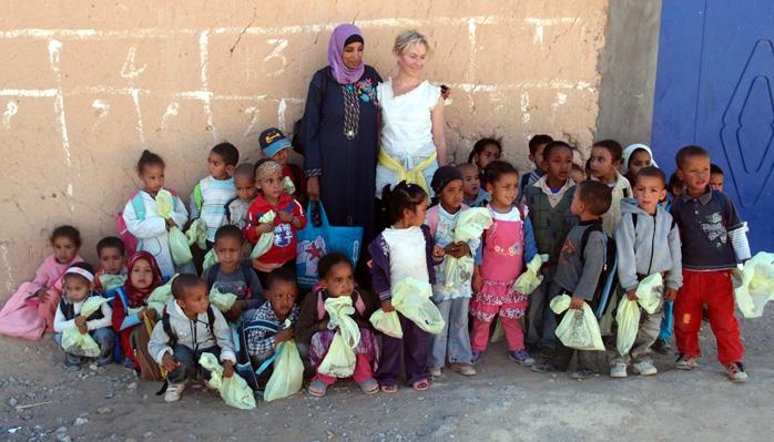 groupe enfant et femmes au maroc